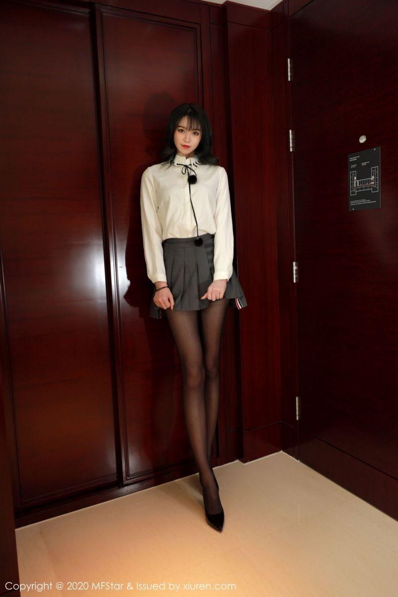 秘书直接在办公室里穿黑丝袜,老板还有心思工作吗