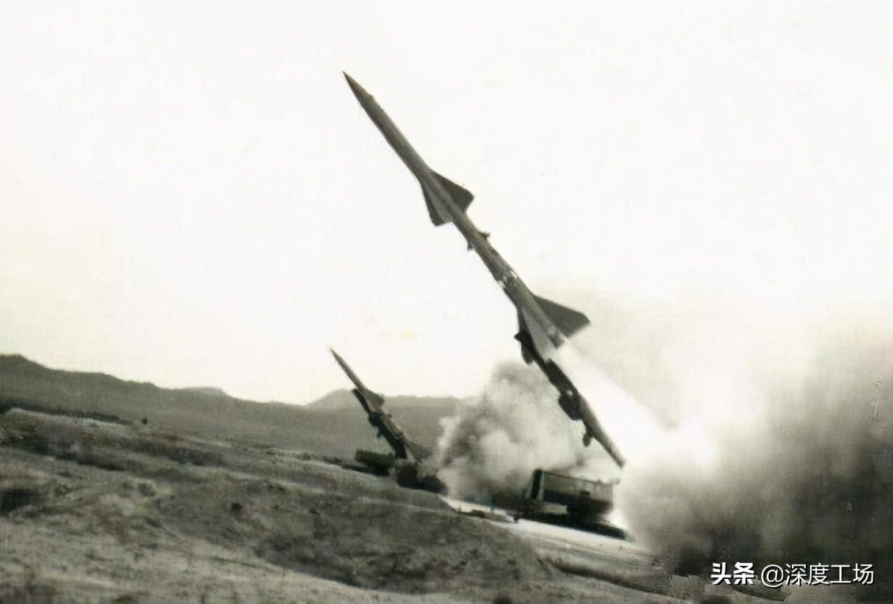 美军无意拍下:红旗2导弹命中美军战机瞬间!没有美军机能够闯入