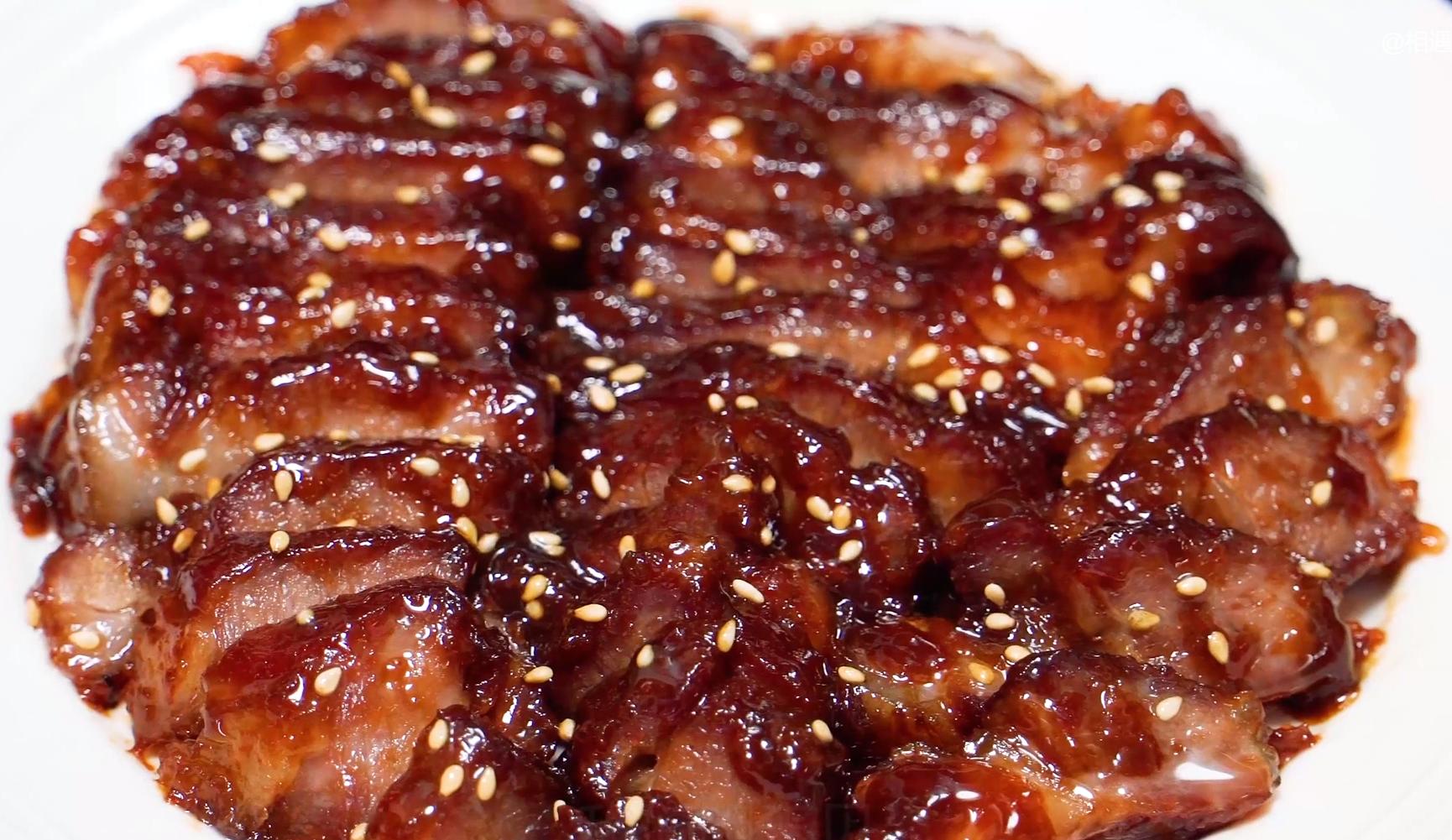 蜜汁叉燒肉,一個電飯煲就能輕鬆搞定,鮮嫩多汁,好吃到停不下來