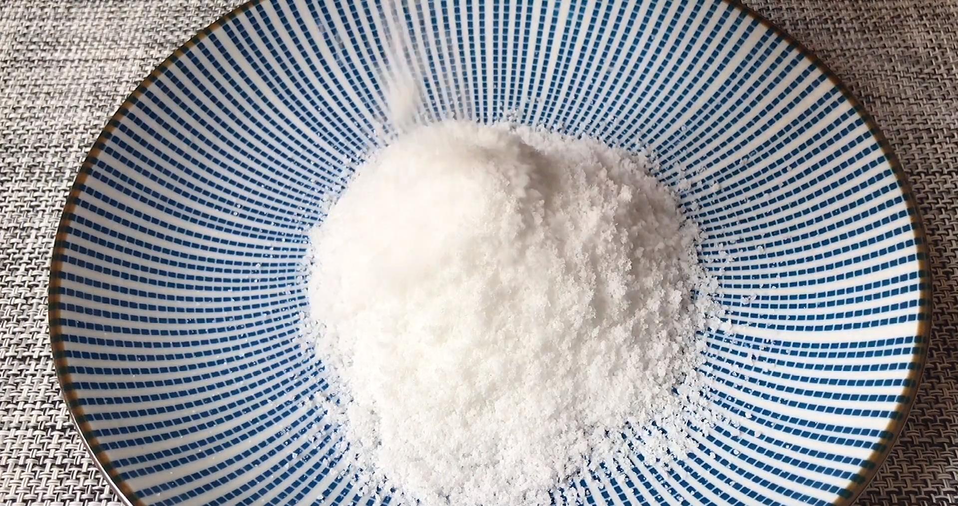 把白酒倒进鸭蛋里,真是厉害了,个个翻沙流油,吃着满嘴留香 美食做法 第9张