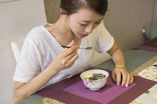 """""""吃得少,活得久"""",所以饭量小的人易长寿?谣言还是事实?"""