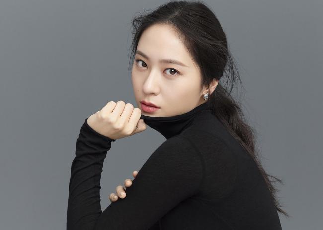 f(x)組合成員鄭秀晶與SM公司解約,粉絲們趕快10年青春的奉獻