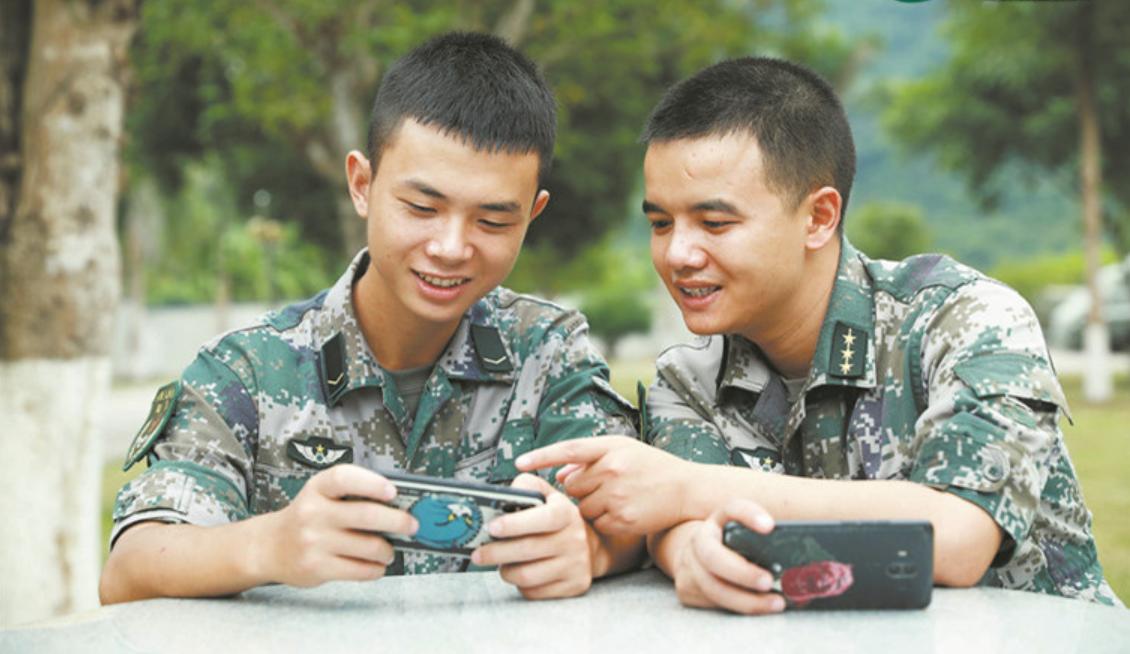战士职业违反规定看手机提早退伍:部队统一发放信息保密手机上是不是行得通?