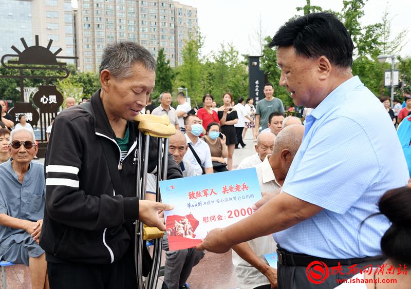 """""""致敬英雄·关爱老兵""""关爱退役军人活动举行(组图)"""