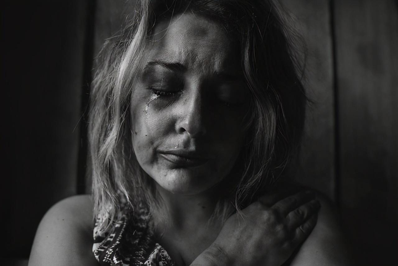 印度女惨遭婆家杀害,眼睛被挖出,母亲气愤至极:只因我家嫁妆少