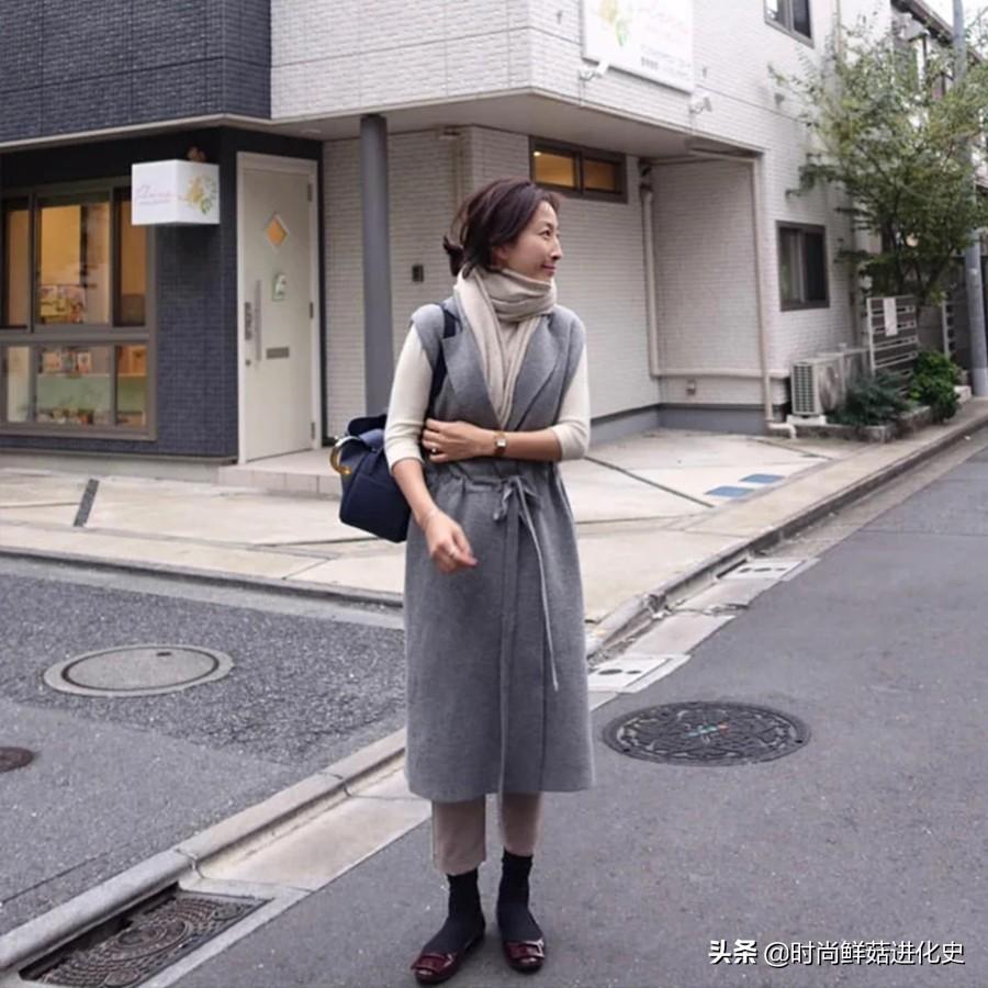 """谁说50岁只有大妈感?这位""""韩国主妇""""时髦火了,简单有女人味"""