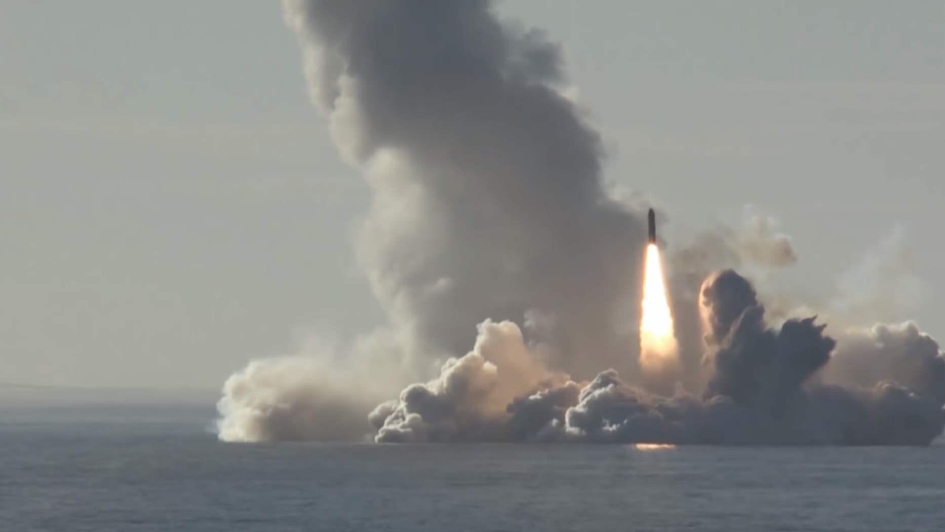 俄罗斯齐射4枚战略导弹,美军四星上将不吝赞美:非常,非常强大