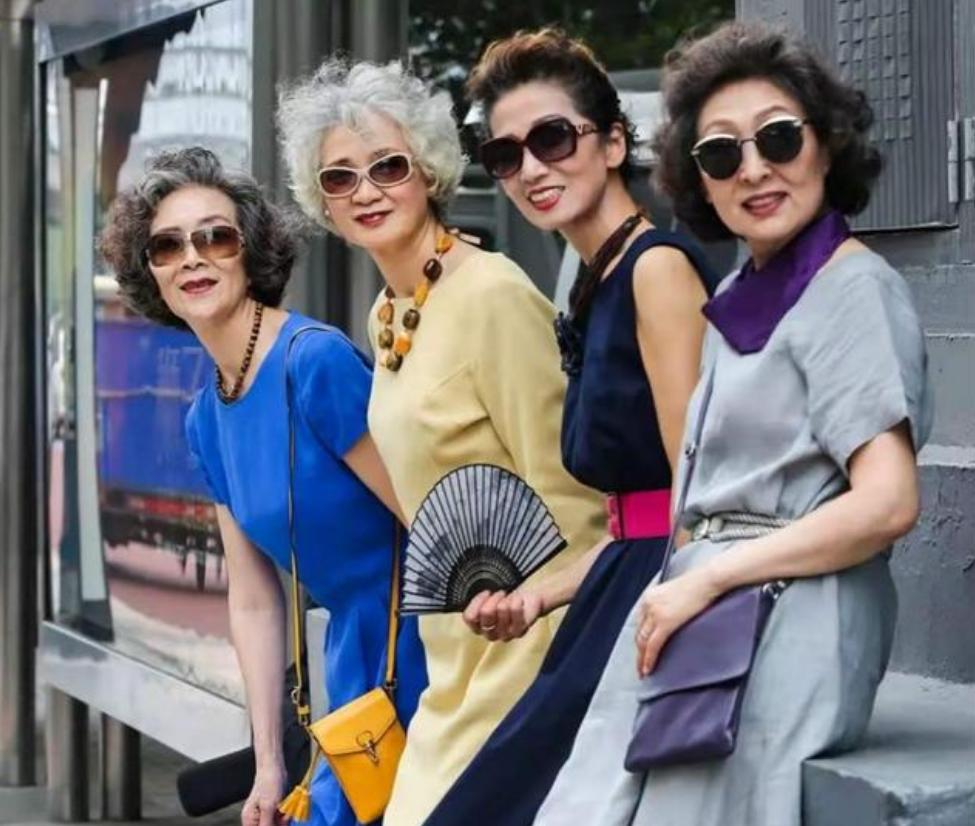 """女人如果還沒到60歲,這3款""""大媽髮型""""盡量別留,會顯老很多"""