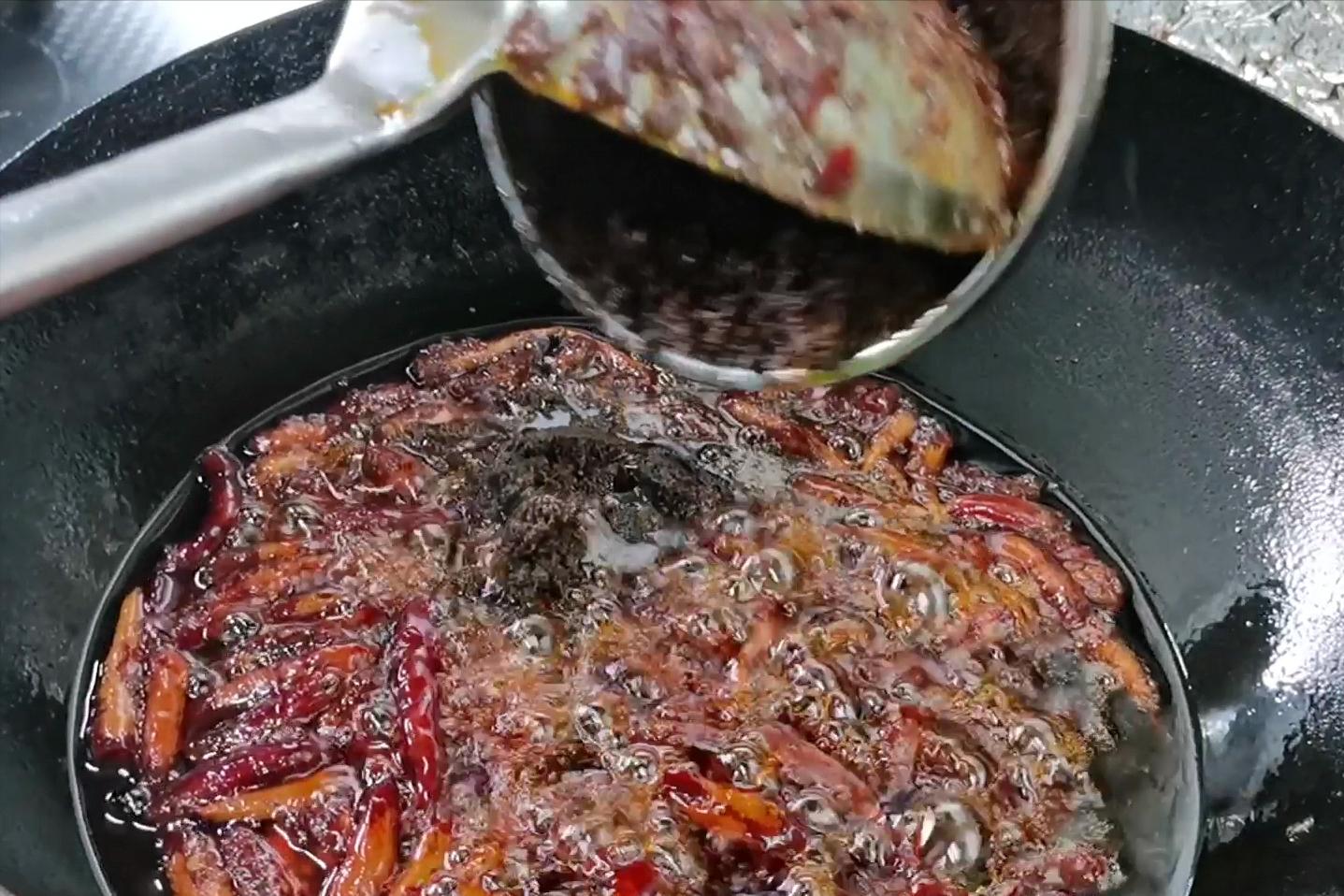 茶缸串串香,秘制麻辣底料熬制配方及教程 各地小吃 第8张