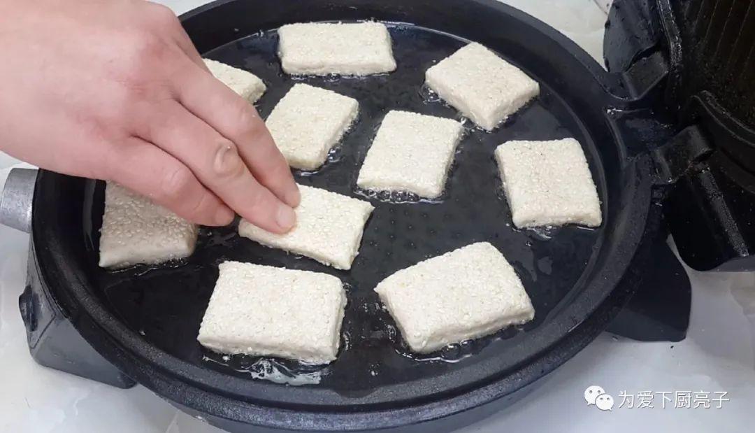 烧饼不要烙着吃了,刷上1层油酥 美食做法 第18张