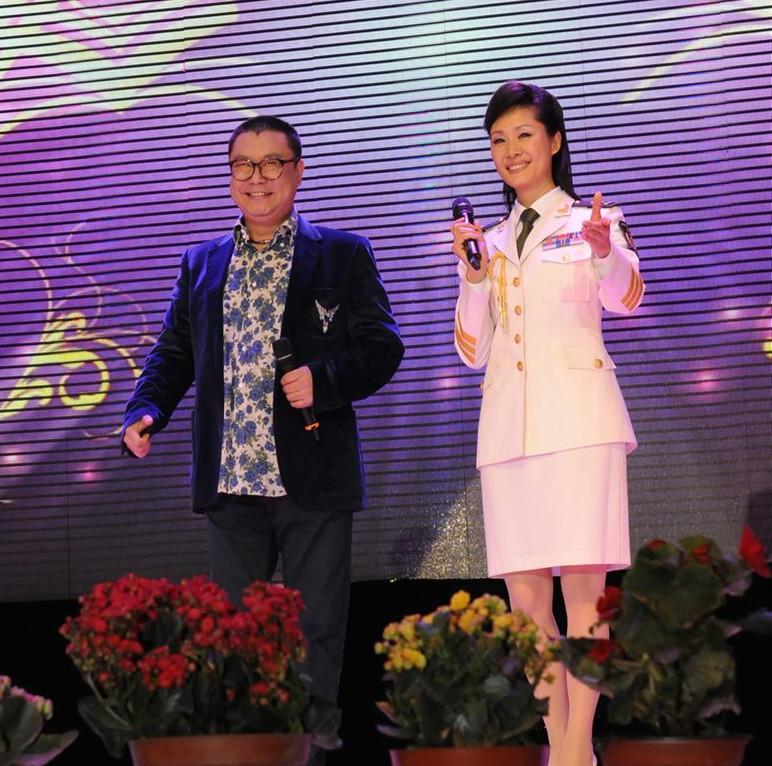 51岁尹相杰走穴捞金,被指一首歌唱一辈子,新搭档神似于文华?