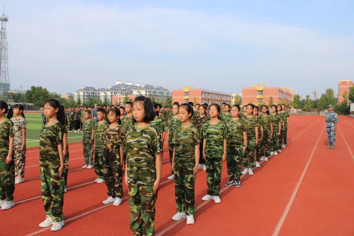 寒亭区实验中学举行2021级新生军训汇演