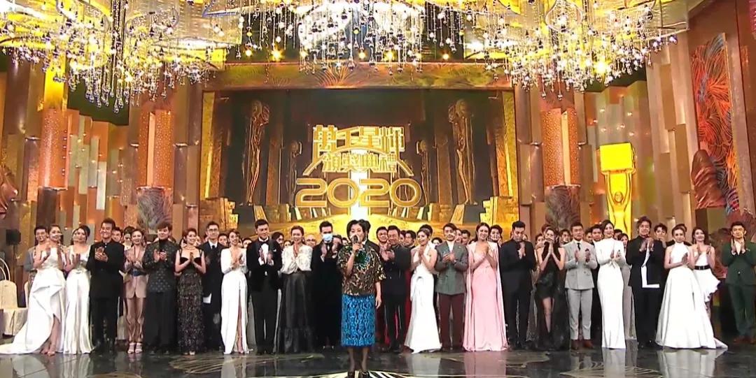 TVB颁奖礼神操作!明星被塑料板隔开口罩还起雾,颁奖前量体温