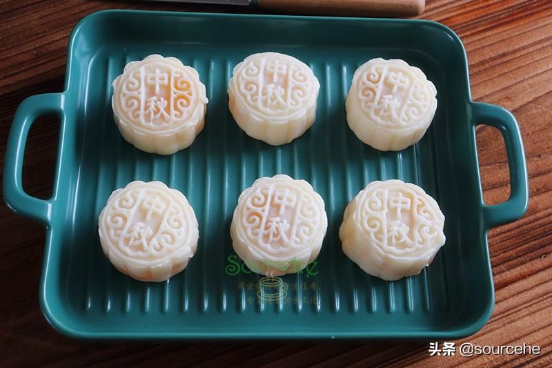 中秋月饼,不用烤箱就能做,冰爽软糯,甜而不腻,淡淡的凤梨清香