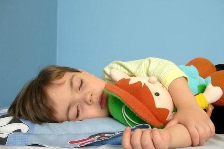 """婴儿""""小睡""""时间表:一天睡几次?一次睡多久?一文说清楚"""