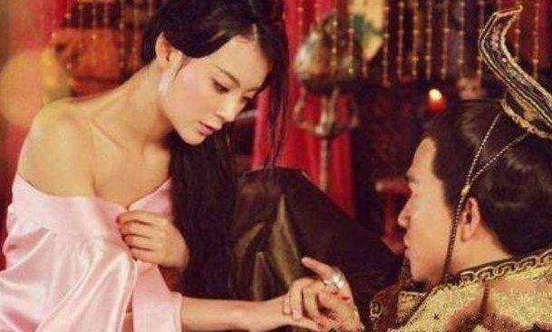 著名的红颜祸水,皇帝让她脱光躺在桌上,给大臣欣赏产一成语