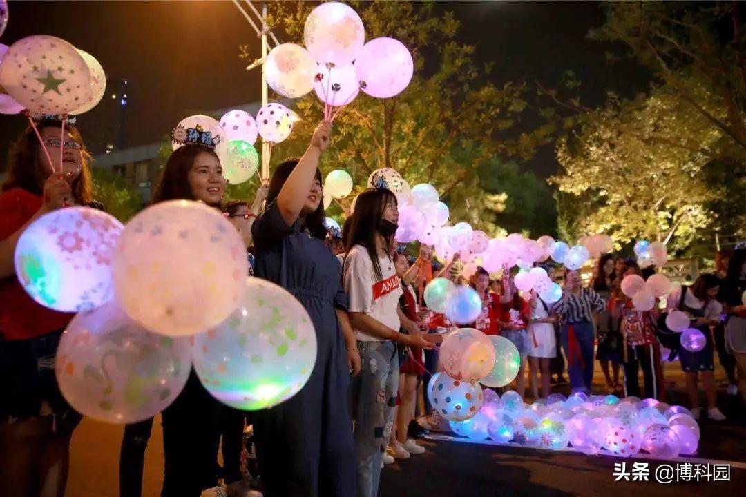 气球也可以帮助加速粒子到接近光速!还不买个气球试试?