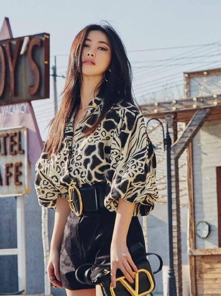 女人味并非只靠长相,日常穿搭更能提升气质,跟着朱珠学就对了