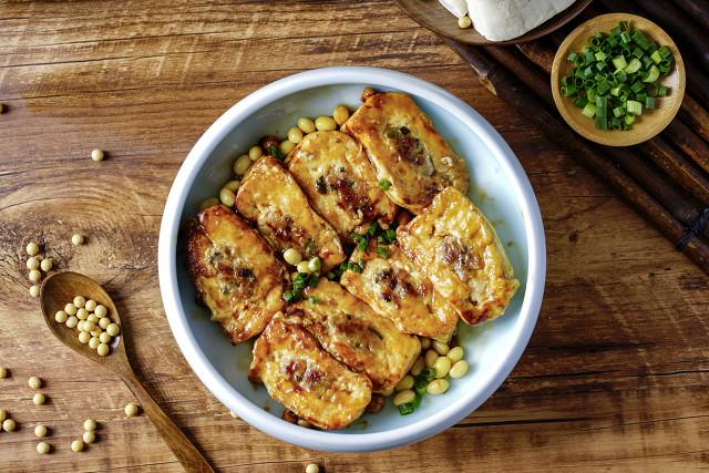 震惊!吃了半辈子煎豆腐,第一次见这种做法,上桌后连汤汁都抢没 美食做法 第13张