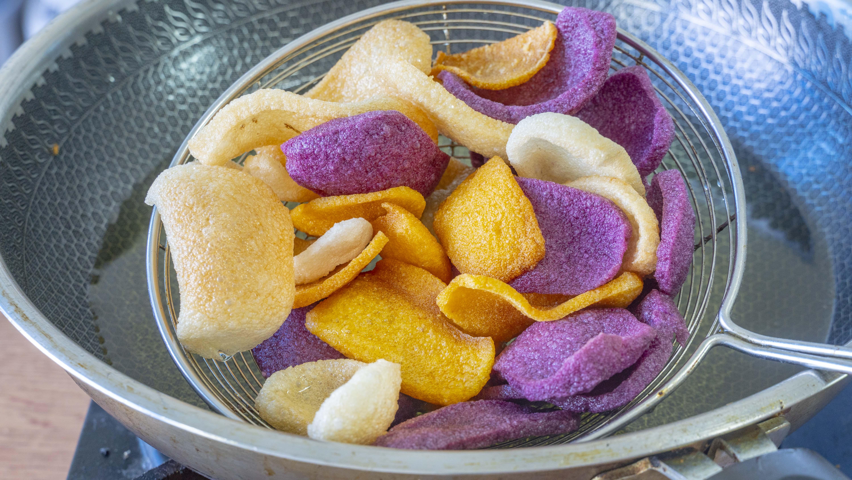 自製三色薯片,不用土豆,南方特色做法,又酥又脆,比買的好吃