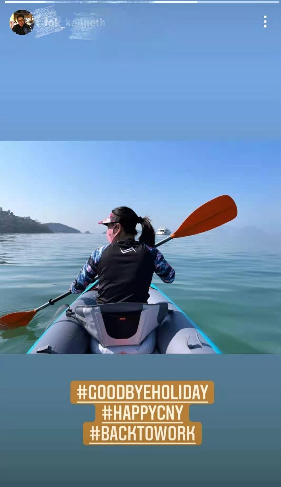 霍啟剛和老婆乘皮划艇約會,郭晶晶生仨娃愛鍛煉,背部肌肉明顯