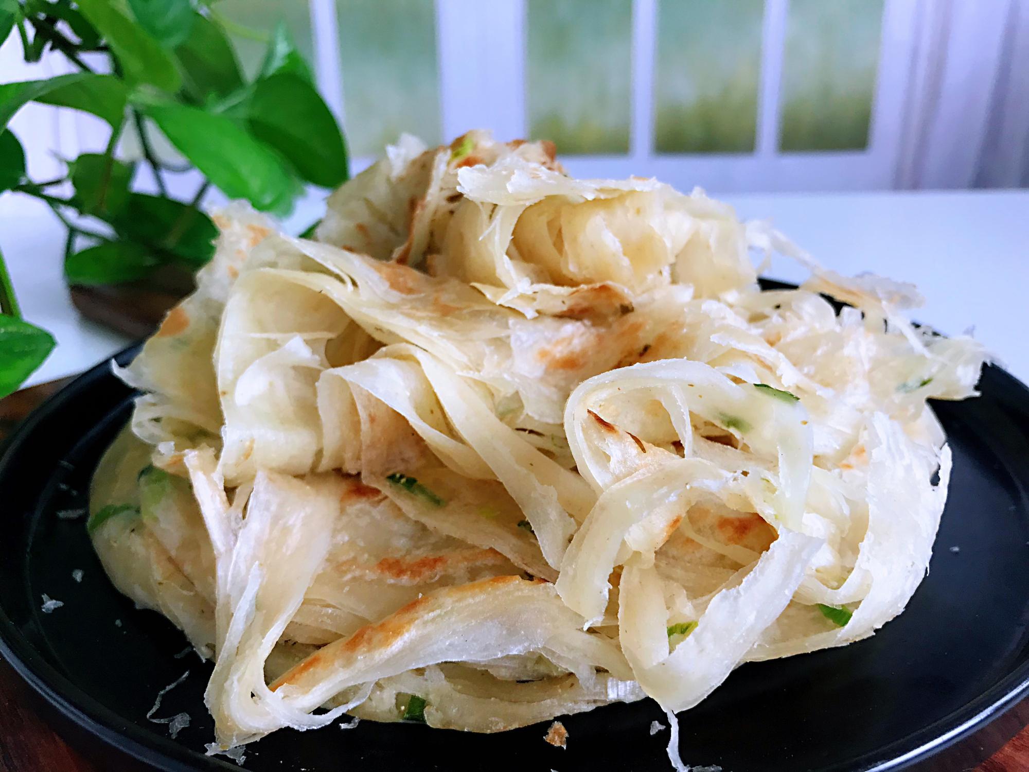 蔥花餅好吃的做法,一抻一卷,柔軟筋道,香酥多層,簡單還好吃