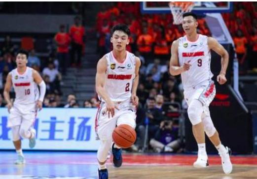 中国男篮最强00后打疯了,1米78小矮个,狂轰21+2+5