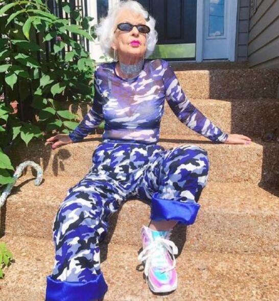 92岁调皮潮老太 轻松演绎时尚与年龄无关