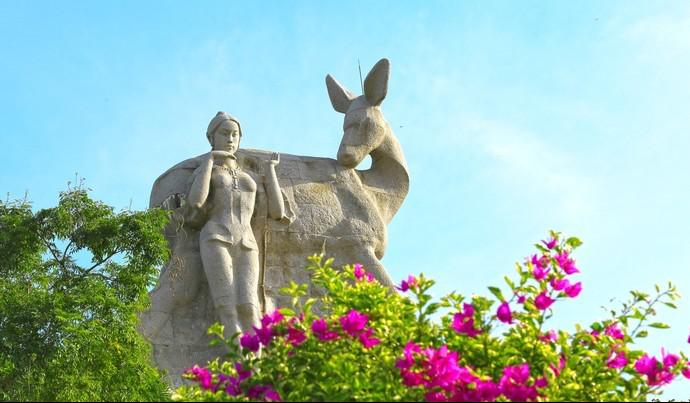 鹿回头雕像