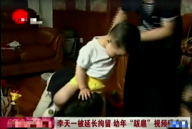 81岁李双江当证婚人,只穿卫衣显不正式,现场开唱上气不接下气