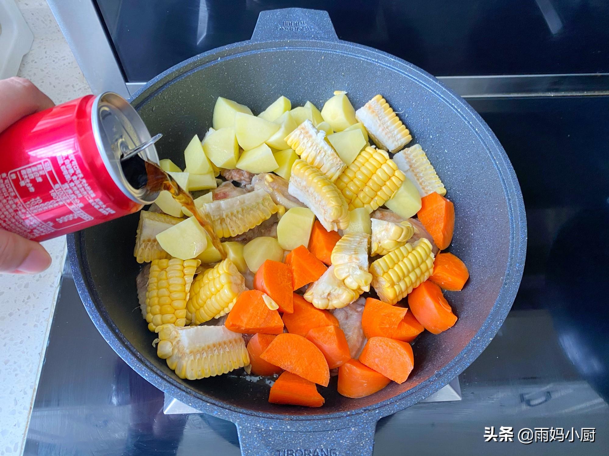 雞翅和土豆一起煲,越吃越香,富含滿滿膠原蛋白,好吃不會胖