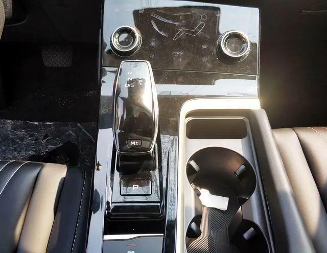 看个新车丨采用掀背尾门,第三代奔腾B70量产车实拍