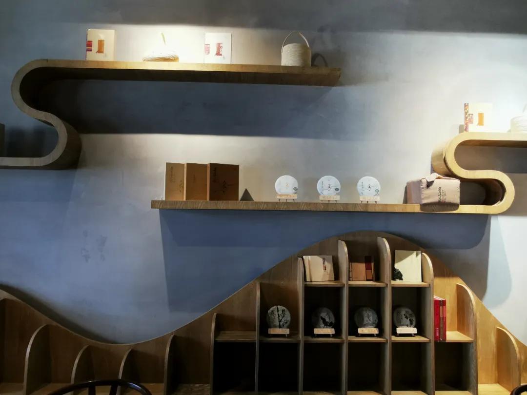 六山與陸良縣圖書館建立合作關系,促進普洱茶文化發展