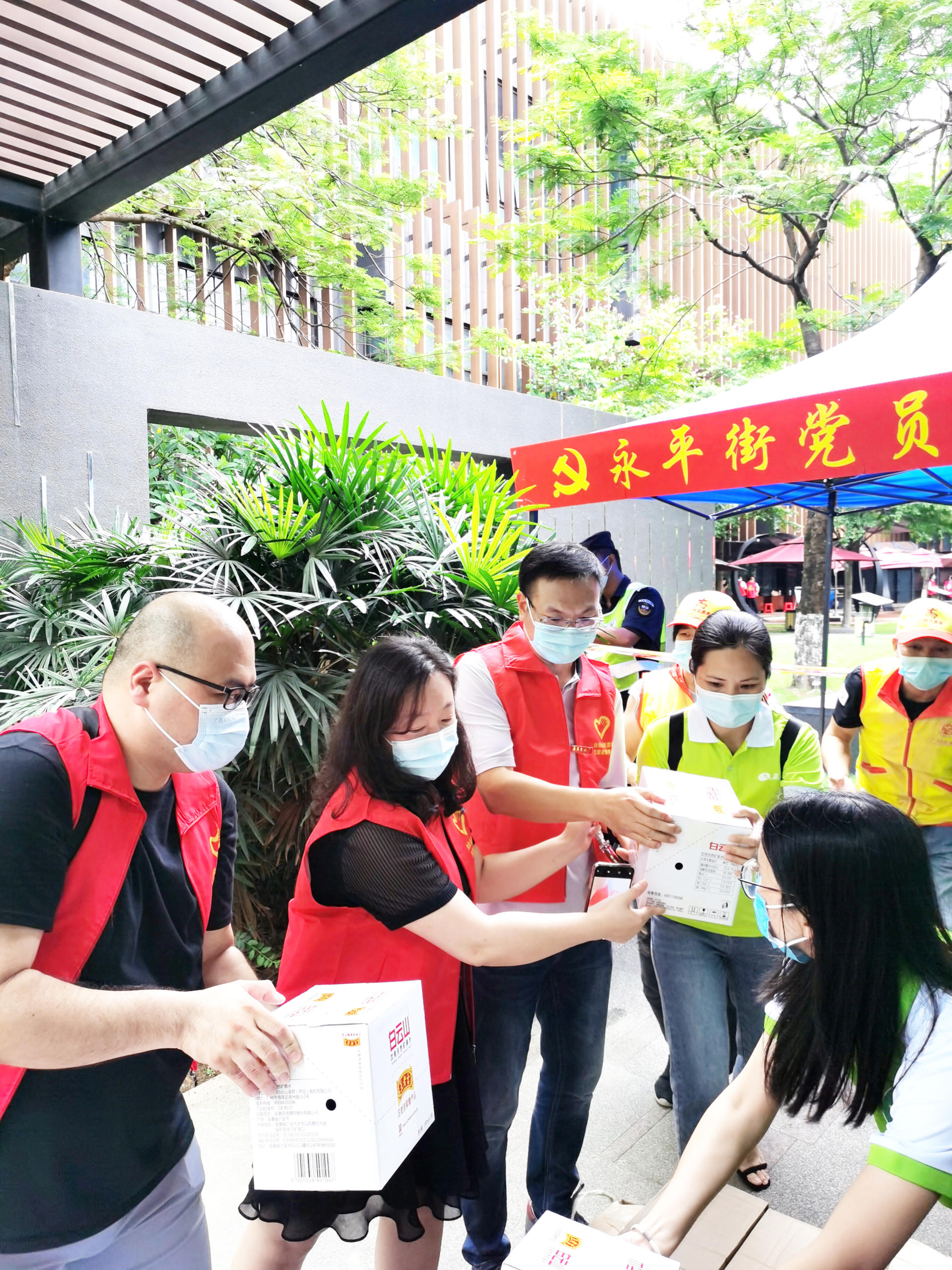 板蓝根颗粒所属白云山和黄中药捐赠防疫物资支持广州抗疫