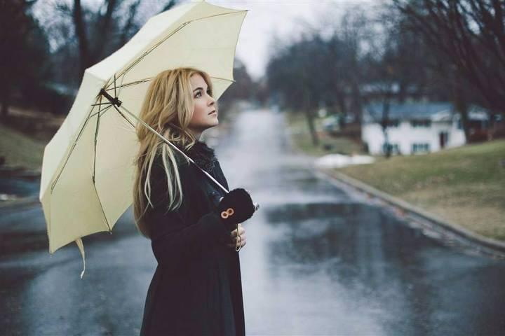 人到中年需要學會為自己撐傘,做一個理性、智慧、成熟的中年人