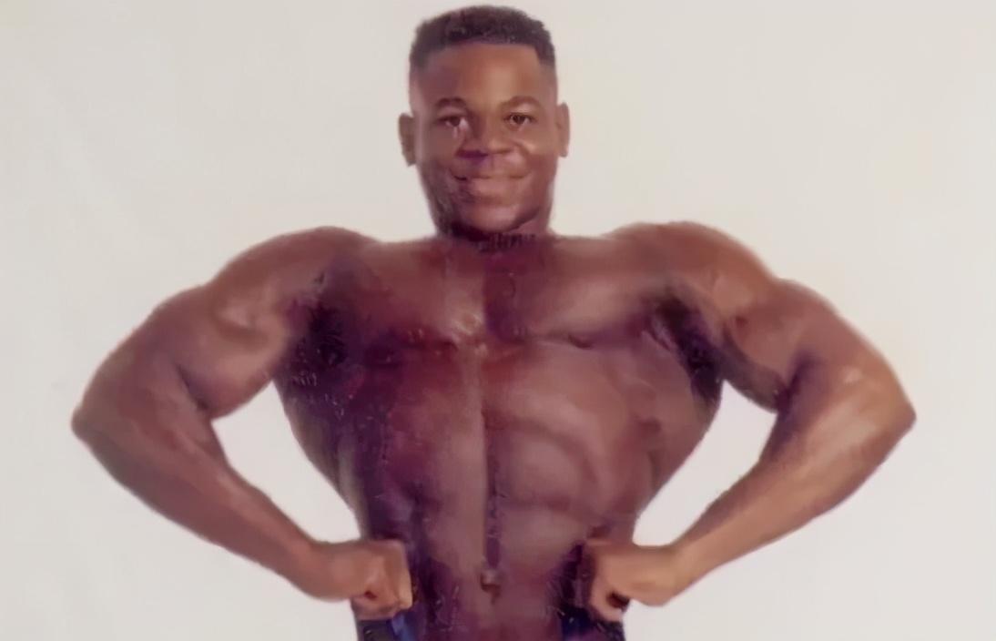 靠肌肉賺200萬,貧民窟里的健美小孩
