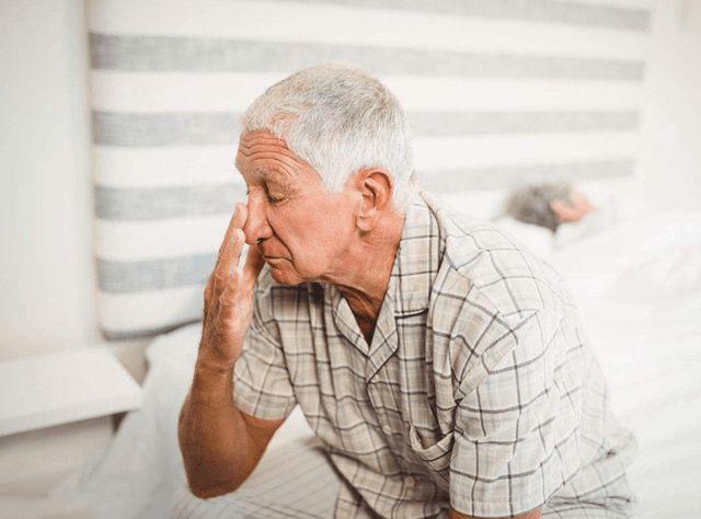 中老年人,夏季需警惕这4种行为,远离高血压,避免心脑血管疾病