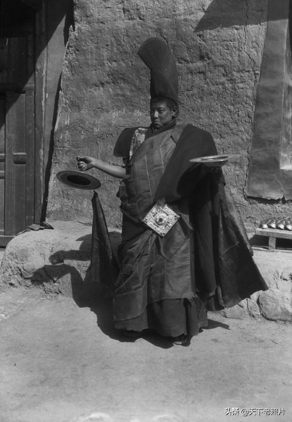 1932年青海循化文都寺的转香巴活动现场实录老照片