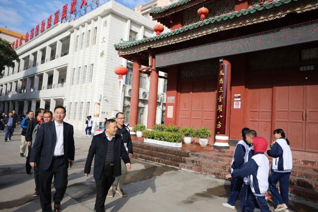 广东省谭光锋名校长工作室到廉江中学交流学习