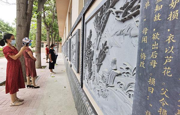 """运城安国医院""""二十四孝故事""""浮雕文化墙正式亮相"""