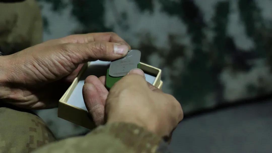 我军首批军人保障标识牌配发一线部队!也指明了战场方向