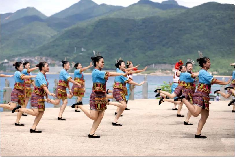阿哥阿妹走进分界洲岛,展示美好新海南,共同舞动自贸港