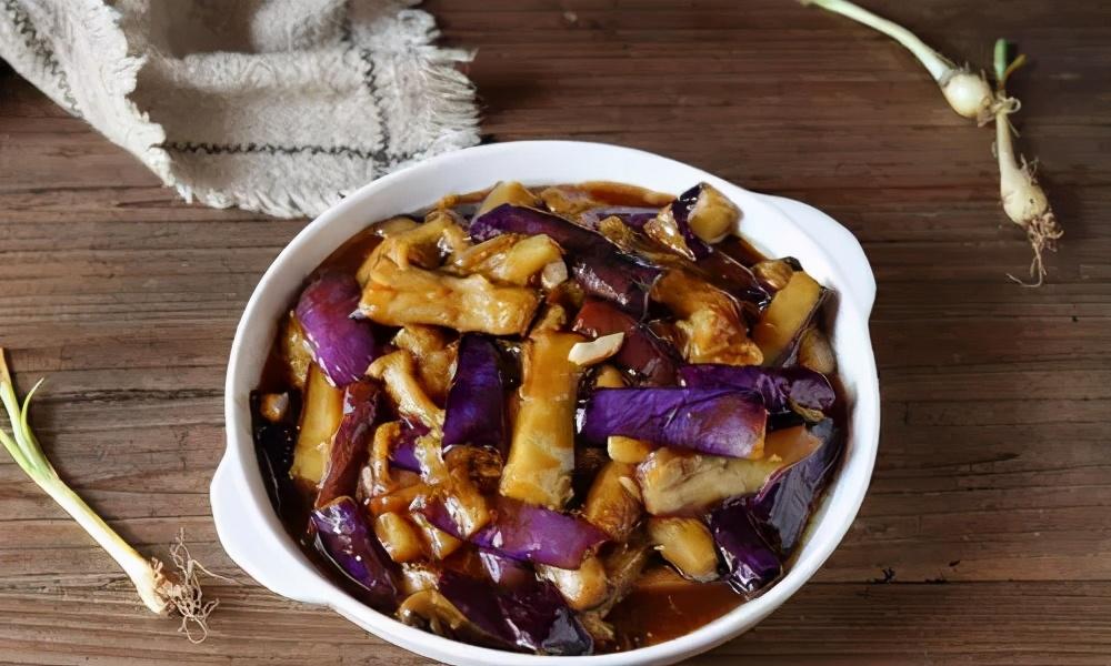 炒茄子,先放油就错了,大厨教你炒茄子不吸油的做法,好吃又解馋 美食做法 第2张