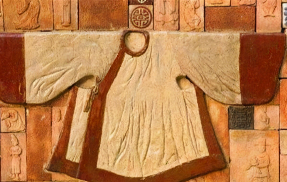 古人常把東西裝袖子裡,不怕掉出來嗎?你看看裡面有什麼機關
