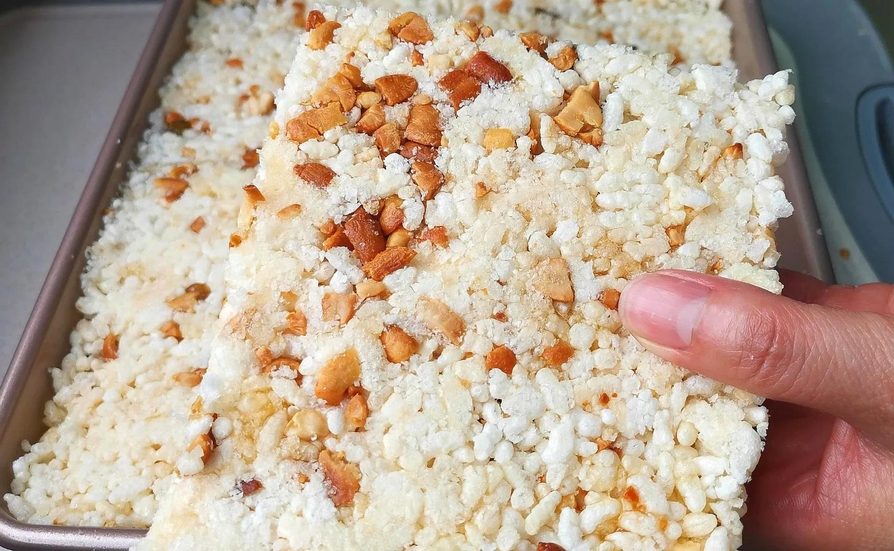把大米倒进油锅里个个爆开花,简单4步,轻松做成福建的米花糖 美食做法 第2张