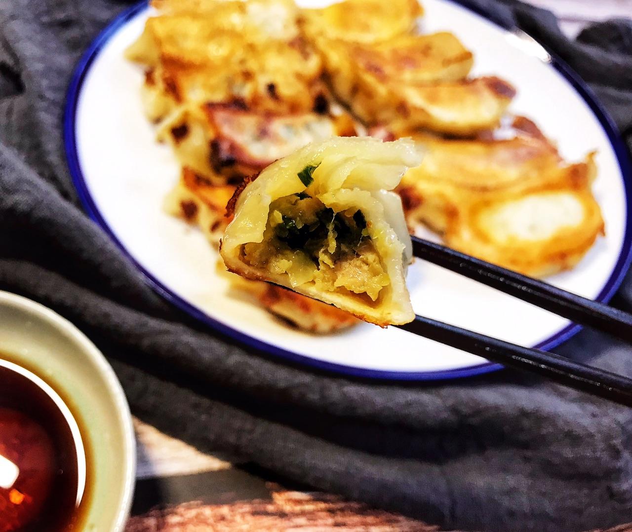 孩子馋嘴想吃煎饺,自己在家做,外脆里嫩,真好吃