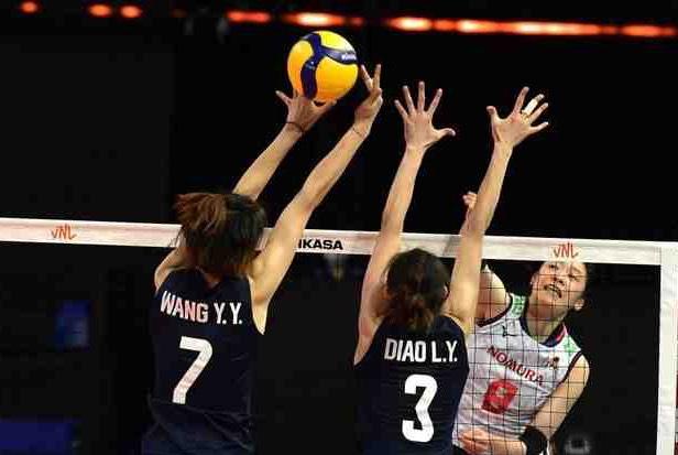 中国女排0-3惨败日本!郎平一语太扎心,7字说出中国女排惨败真因