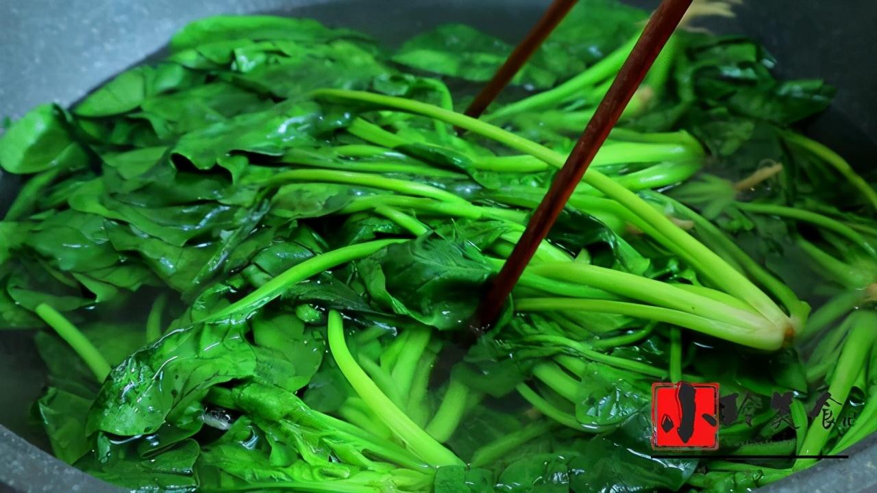 春季要多吃菠菜,補鐵又補鈣,學會這種做法,出鍋孩子吃美了,香