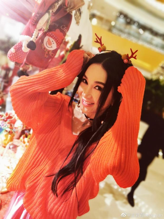 温碧霞化身圣诞麋鹿送祝福