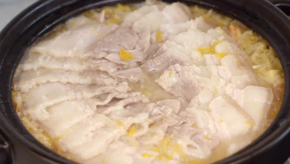 秋天煲一锅五花肉,酸爽开胃又解腻,大人小孩都爱吃,汤汁都不剩